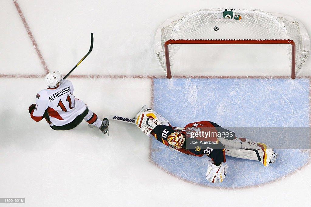 Daniel Alfredsson of the Ottawa Senators scores a goal past goaltender Scott Clemmensen of the Florida Panthers on February 15 2012 at the...