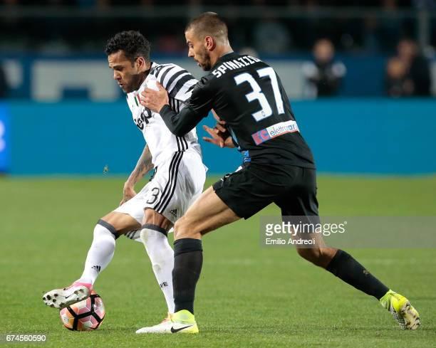 Daniel Alves da Silva of Juventus FC competes for the ball with Leonardo Spinazzola of Atalanta BC during the Serie A match between Atalanta BC and...