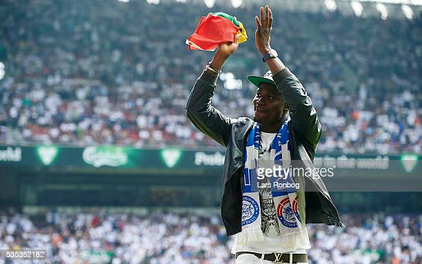 Daniel Amartey Leicester FC ex player of FC Copenhagen applaus the FC Copenhagen fans during halftime in the Danish Alka Superliga match between FC...