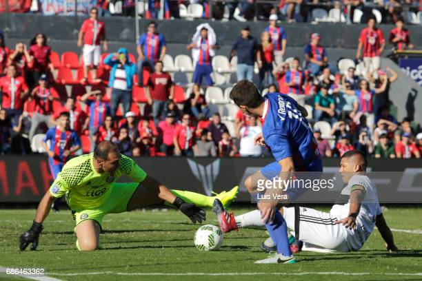 Daniel Azcona goalkeeper of Olimpia attempts to make a save as Santiago Molina of Cerro Porteño goes for the ball during a match between Olimpia and...