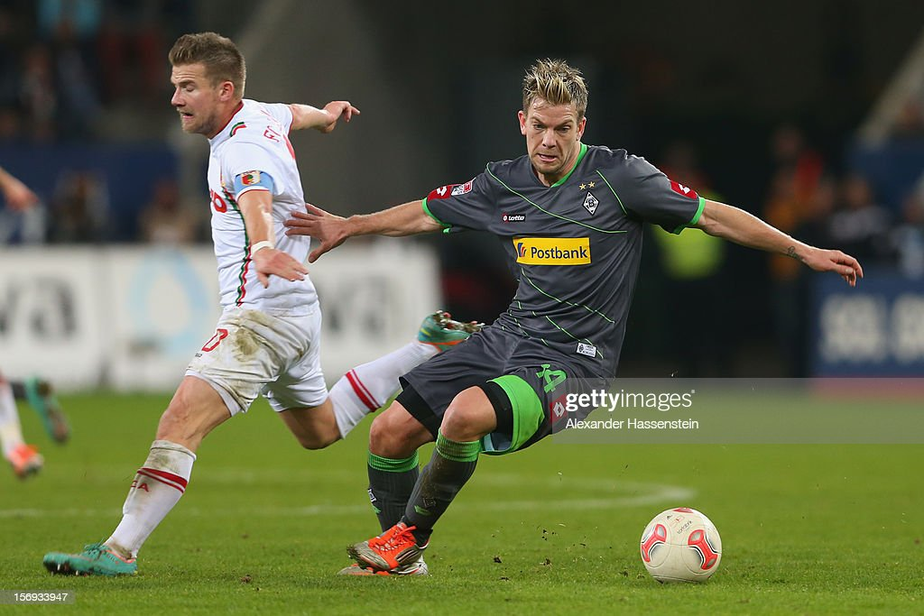 <a gi-track='captionPersonalityLinkClicked' href=/galleries/search?phrase=Daniel+Baier&family=editorial&specificpeople=706624 ng-click='$event.stopPropagation()'>Daniel Baier</a> (L) of Augsburg is challenged by <a gi-track='captionPersonalityLinkClicked' href=/galleries/search?phrase=Thorben+Marx&family=editorial&specificpeople=764793 ng-click='$event.stopPropagation()'>Thorben Marx</a> of Gladbach during the Bundesliga match between FC Augsburg and VfL Borussia Moenchengladbach at SGL Arena on November 25, 2012 in Augsburg, Germany.