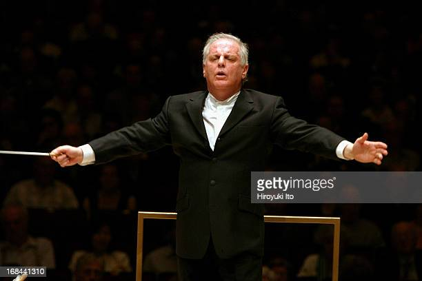 Daniel Barenboim conducting Chicago Symphony Orchestra at Carnegie Hall on Sunday afternoon May 15 2005This imageDaniel Barenboim conducting Chicago...