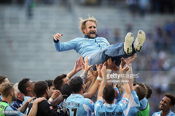 Daniel Bierofka head coach of Muenchen celebrates with his team after winning the Second Bundesliga match between TSV 1860 Muenchen and SC Paderborn...