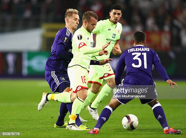 Daniel Brosinski of 1 FSV Mainz 05 skips past Lukasz Teodorczyk of RSC Anderlecht and Youri Tielemans of RSC Anderlecht during the UEFA Europa League...