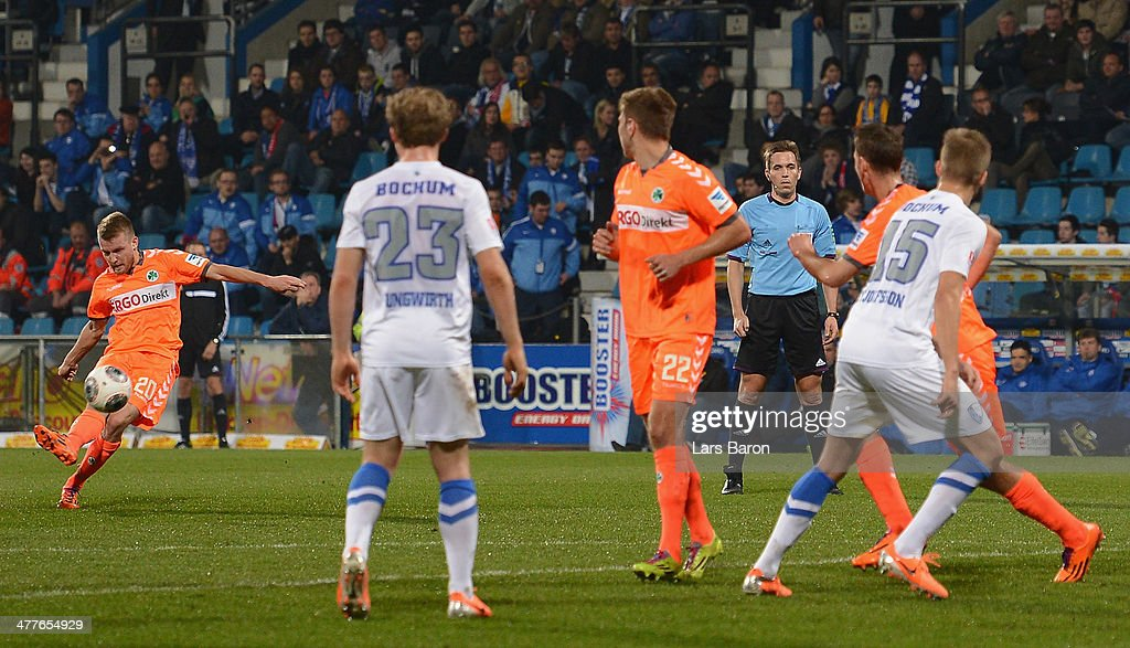 Daniel Brosinski of Fuerth scores his teams first goal during the Second Bundesliga match between VfL Bochum and SpVgg Greuther Fuerth at RewirPower...
