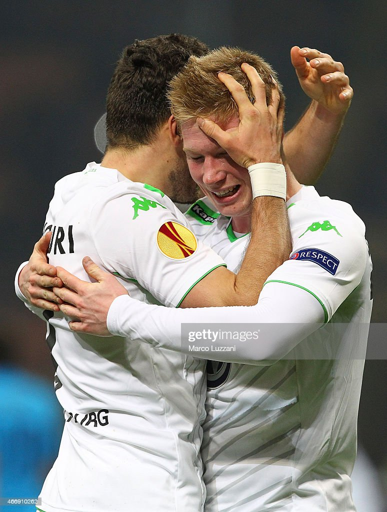 Daniel Caligiuri (L) of VfL Wolfsburg celebrates with his teammate Kevin De Bruyne after scoring the opening goal during the UEFA Europa League Round of 16 match between FC Internazionale Milano and VfL Wolfsburg at Stadio Giuseppe Meazza on March 19, 2015 in Milan, Italy.
