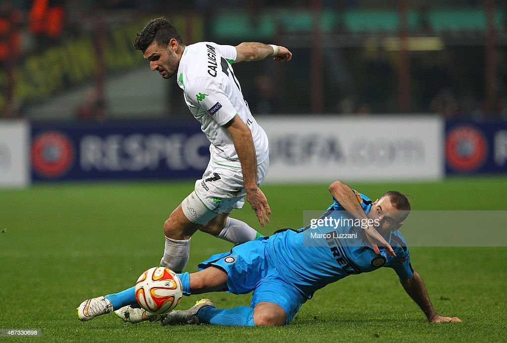 Daniel Caligiuri of VfL Wolfsburg competes for the ball with Rodrigo Palacio of FC Internazionale Milano during the UEFA Europa League Round of 16 match between FC Internazionale Milano and VfL Wolfsburg at Stadio Giuseppe Meazza on March 19, 2015 in Milan, Italy.