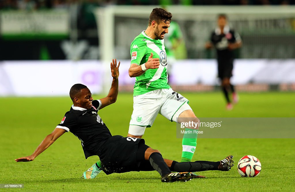 <a gi-track='captionPersonalityLinkClicked' href=/galleries/search?phrase=Daniel+Caligiuri&family=editorial&specificpeople=6495349 ng-click='$event.stopPropagation()'>Daniel Caligiuri</a> (R) of Wolfsburg and Junior Diaz of Mainz battle for the ball during the Bundesliga match between VfL Wolfsburg and 1.FSV Mainz 05 at Volkswagen Arena on October 26, 2014 in Wolfsburg, Germany.