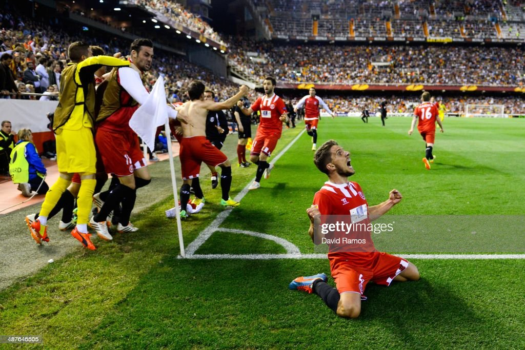 Daniel Carrico of Sevilla FC celebrates after Stephane Mbia scored his team's first goal during the UEFA Europa League Semi Final second leg match...
