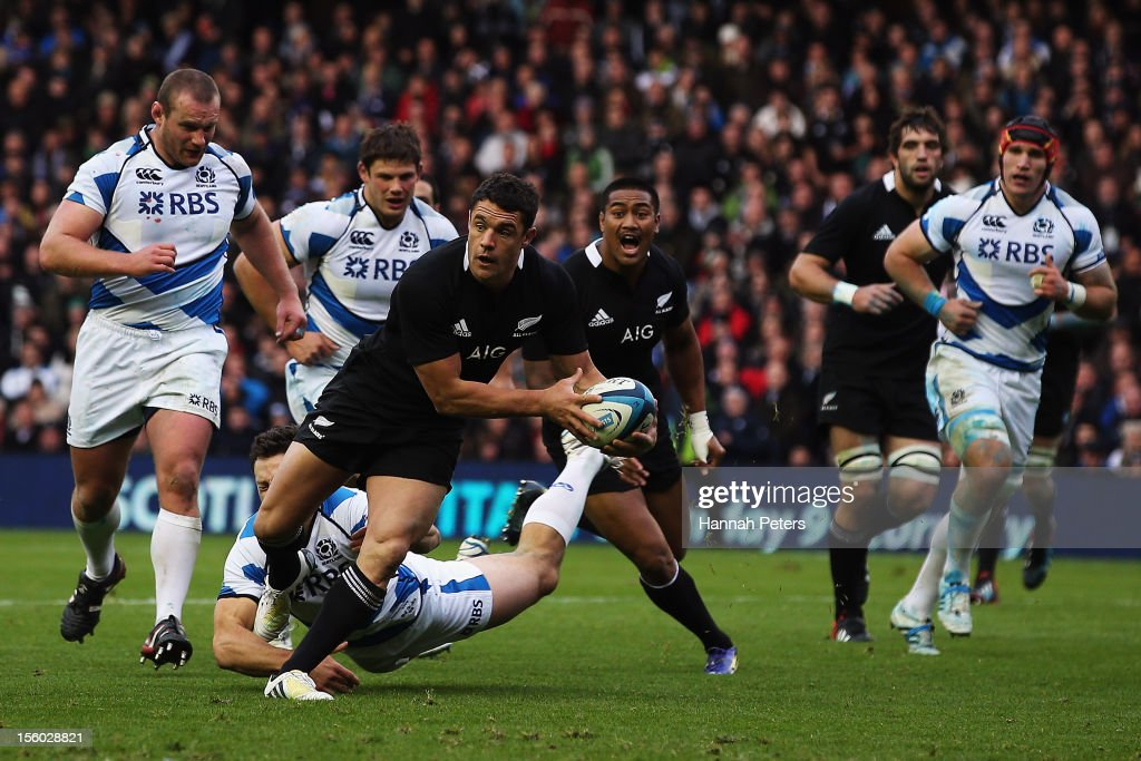 Daniel Carter of the All Blacks makes a break during the international rugby match between Scotland and New Zealand at Murrayfield Stadium on November 11, 2012 in Edinburgh, Scotland.