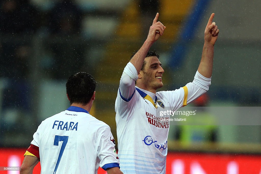 Daniel Ciofani of Frosinone Calcio celebrates after scoring a goal during the Serie A match between Empoli FC and Frosinone Calcio at Stadio Carlo Castellani on February 13, 2016 in Empoli, Italy.