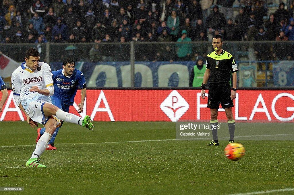 Daniel Ciofani of Frosinone Calcio scores a goal during the Serie A match between Empoli FC and Frosinone Calcio at Stadio Carlo Castellani on February 13, 2016 in Empoli, Italy.