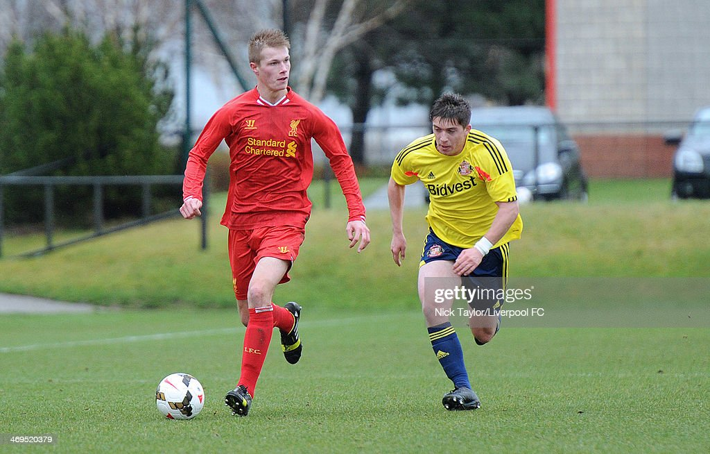 <a gi-track='captionPersonalityLinkClicked' href=/galleries/search?phrase=Daniel+Cleary&family=editorial&specificpeople=220490 ng-click='$event.stopPropagation()'>Daniel Cleary</a> of Liverpool and Lynden Gooch of Sunderland in action during the Barclays Premier League Under 18 fixture between Liverpool and Sunderland at the Liverpool FC Academy on February 15 in Kirkby, England.
