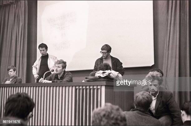 Daniel CohnBendit fondateur du 'Mouvement du 22 mars' et l'un des leaders de 'Mai 68' annonce lors d'une conférence de presse le 10 mai 1968 tenue à...