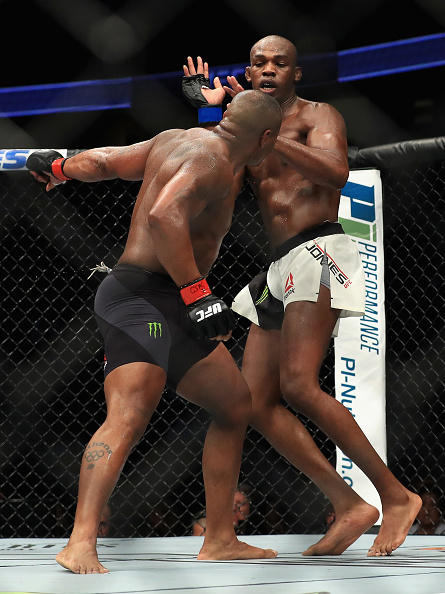 UFC 214  Daniel Cormier vs. Jon Jones : News Photo