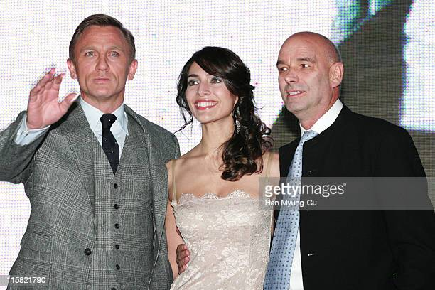 Daniel Craig and Caterina Murino and Martin Campbell director