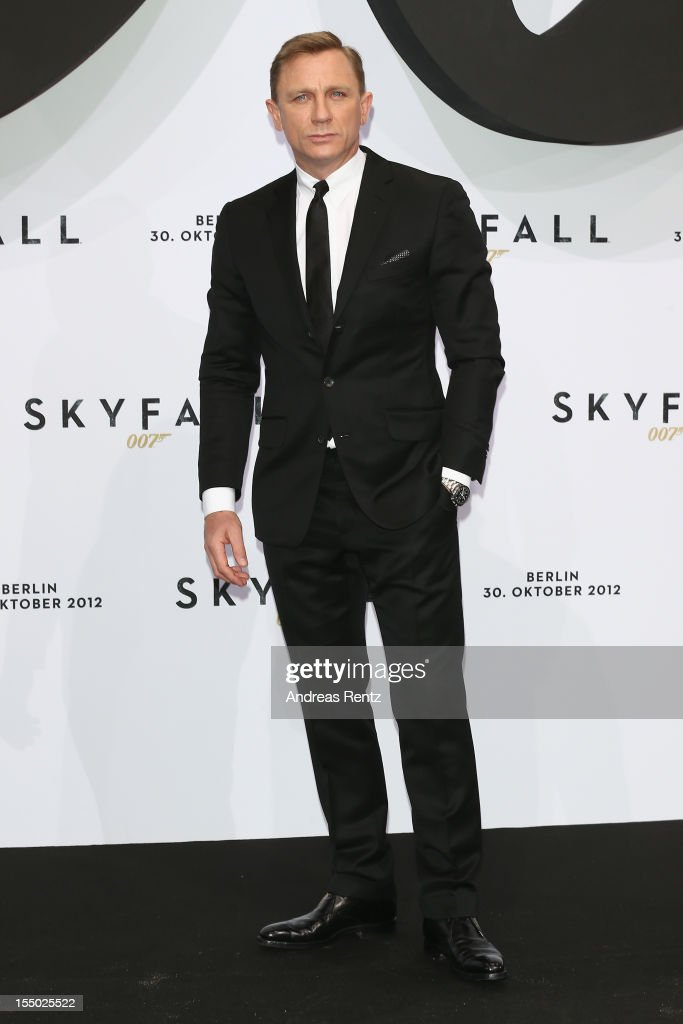 Daniel Craig attends the 'Skyfall' Germany premiere at Theater am Potsdamer Platz on October 30, 2012 in Berlin, Germany.