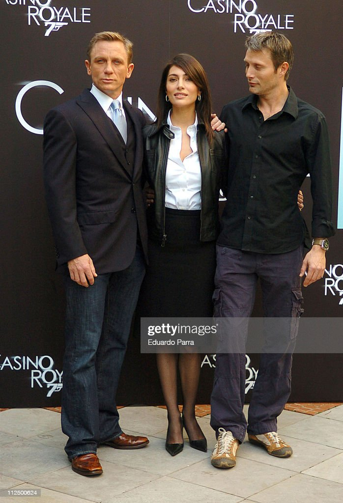 Daniel Craig Caterina Murino and Mads Mikkelsen during 'Casino Royale' Photocall Madrid at Santo Mauro Hotel in Madrid Spain