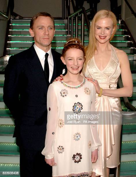Daniel Craig Dakota Blue Richards and Nicole Kidman arrive for the premiere of The Golden Compass at the Odeon West End Cinema Leicester Square London