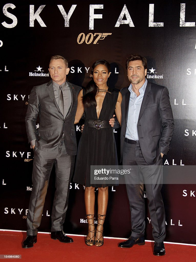 Daniel Craig, <a gi-track='captionPersonalityLinkClicked' href=/galleries/search?phrase=Naomie+Harris&family=editorial&specificpeople=238918 ng-click='$event.stopPropagation()'>Naomie Harris</a> and <a gi-track='captionPersonalityLinkClicked' href=/galleries/search?phrase=Javier+Bardem&family=editorial&specificpeople=209334 ng-click='$event.stopPropagation()'>Javier Bardem</a> attend the 'Skyfall' photocall premiere at Santa Ana Square on October 29, 2012 in Madrid, Spain.