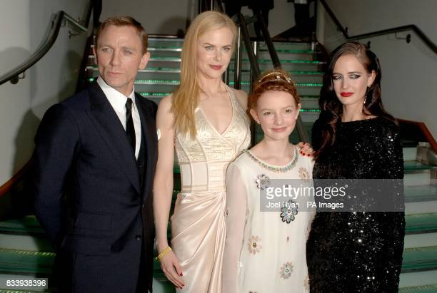 Daniel Craig Nicole Kidman Dakota Blue Richards and Eva Green arrive for the premiere of The Golden Compass at the Odeon West End Cinema Leicester...