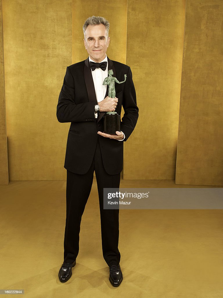 Daniel Day Lewis poses during the 19th Annual Screen Actors Guild Awards at The Shrine Auditorium on January 27, 2013 in Los Angeles, California. (Photo by Kevin Mazur/WireImage) 23116_027_0260_R.jpg