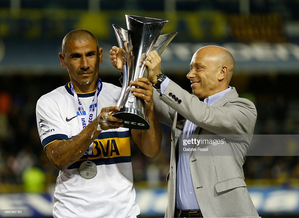 Daniel D��az of Boca Juniors lifts the trophy after winning the local soccer tournament holding the trophy after a match between Boca Juniors and Tigre as part of 29th round of Torneo Primera Division 2015 at Alberto J Armando Stadium on October 31, 2015 in Buenos Aires, Argentina.