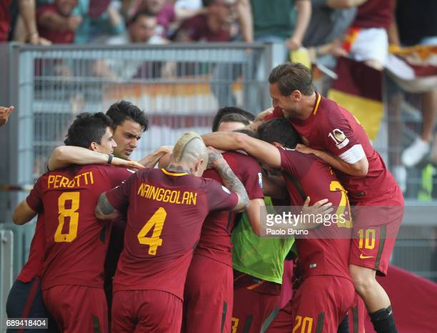 Daniel De Rossi with his teammates of AS Roma celebrates after scoring the team's second goal during the Serie A match between AS Roma and Genoa CFC...