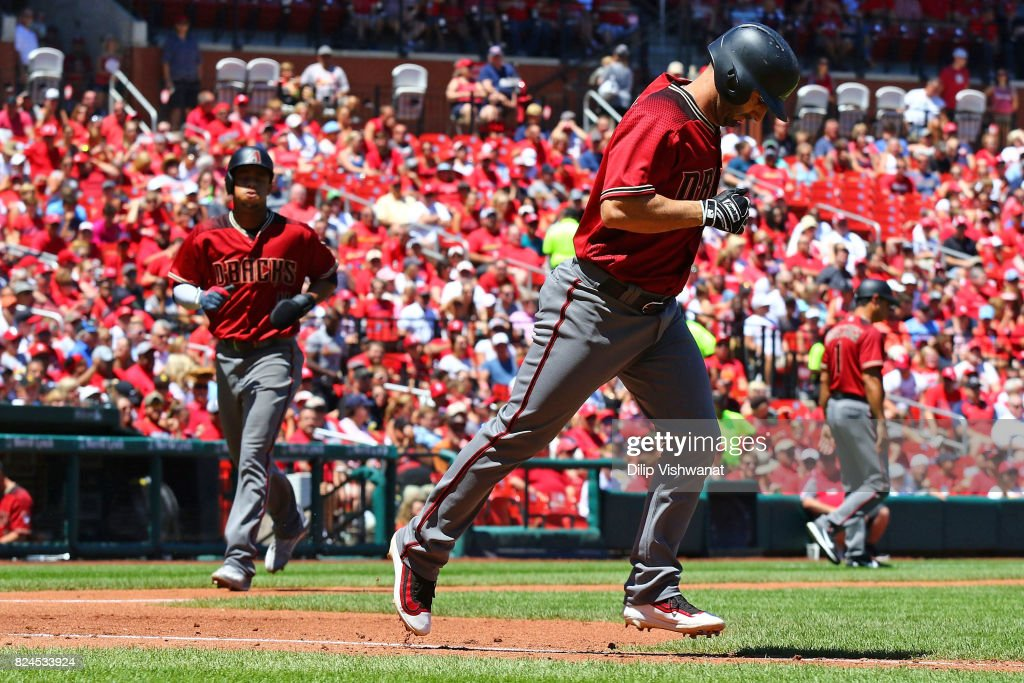 Daniel Descalso #3 of the Arizona Diamondbacks draws a walk for an RBI against the St. Louis Cardinals in the second inning at Busch Stadium on July 30, 2017 in St. Louis, Missouri.