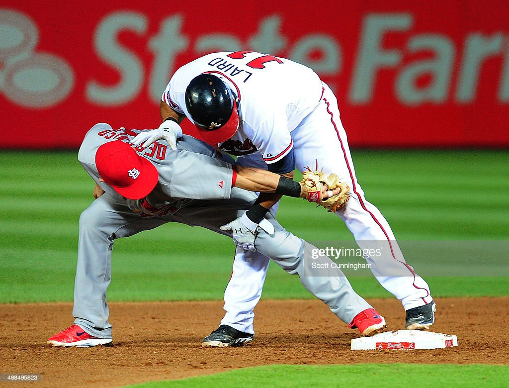 <a gi-track='captionPersonalityLinkClicked' href=/galleries/search?phrase=Daniel+Descalso&family=editorial&specificpeople=6800752 ng-click='$event.stopPropagation()'>Daniel Descalso</a> #33 of the St. Louis Cardinals applies a late tag to <a gi-track='captionPersonalityLinkClicked' href=/galleries/search?phrase=Gerald+Laird&family=editorial&specificpeople=228949 ng-click='$event.stopPropagation()'>Gerald Laird</a> #11 of the Atlanta Braves during the 5th inning at Turner Field on May 6, 2014 in Atlanta, Georgia.