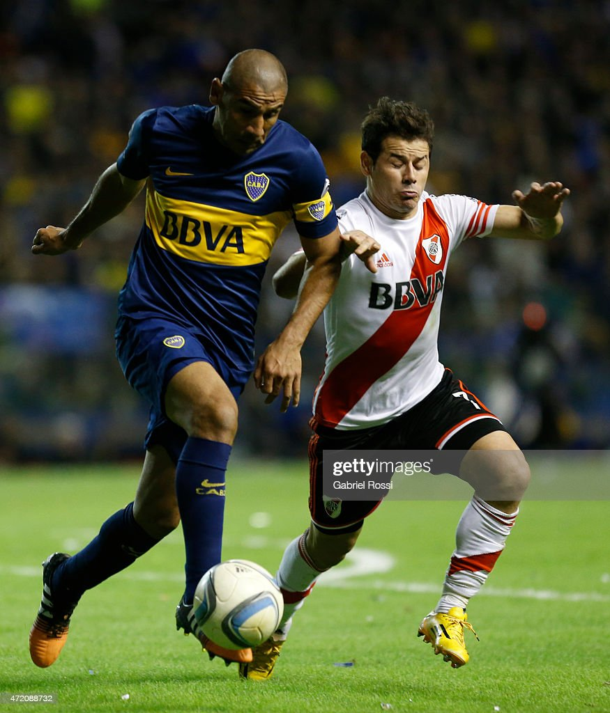 Daniel Diaz of Boca Juniors fights for the ball with Rodrigo Mora of River Plate during a match between Boca Juniors and River Plate as part of 11th round of Torneo Primera Division 2015 at Alberto J. Armando Stadium on May 03, 2015 in Buenos Aires, Argentina.