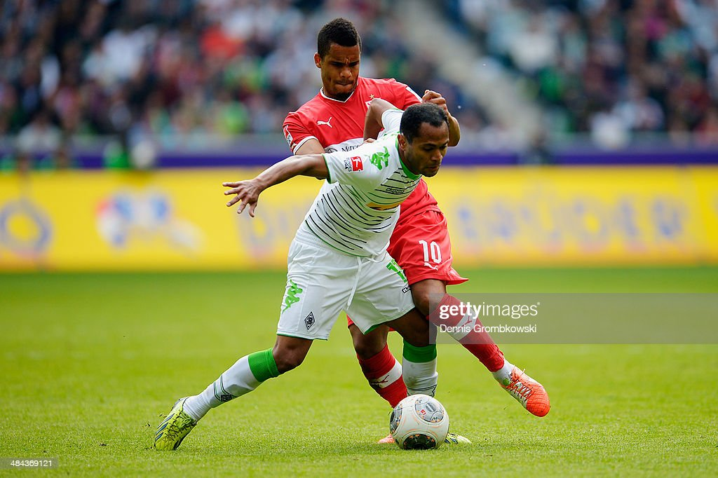 <a gi-track='captionPersonalityLinkClicked' href=/galleries/search?phrase=Daniel+Didavi&family=editorial&specificpeople=4409864 ng-click='$event.stopPropagation()'>Daniel Didavi</a> of VfB Stuttgart and Raffael of Borussia Moenchengladbach battle for the ball during the Bundesliga match between Borussia Moenchengladbach and VfB Stuttgart at Borussia-Park on April 12, 2014 in Moenchengladbach, Germany.