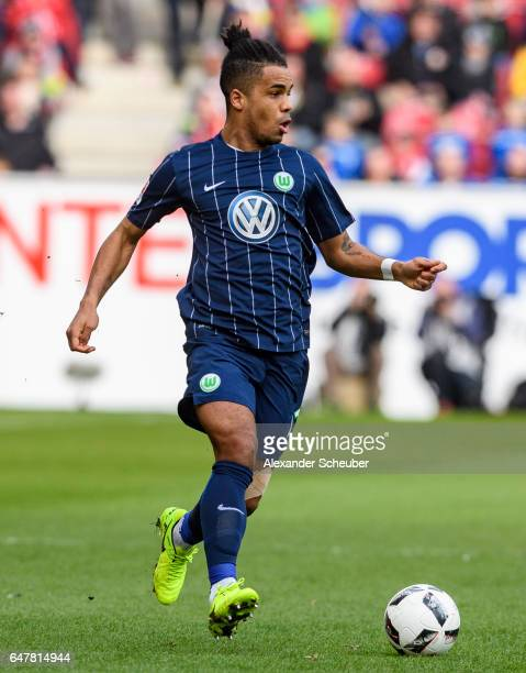 Daniel Didavi of Wolfsburg in action during the Bundesliga match between 1 FSV Mainz 05 and VfL Wolfsburg at Opel Arena on March 4 2017 in Mainz...