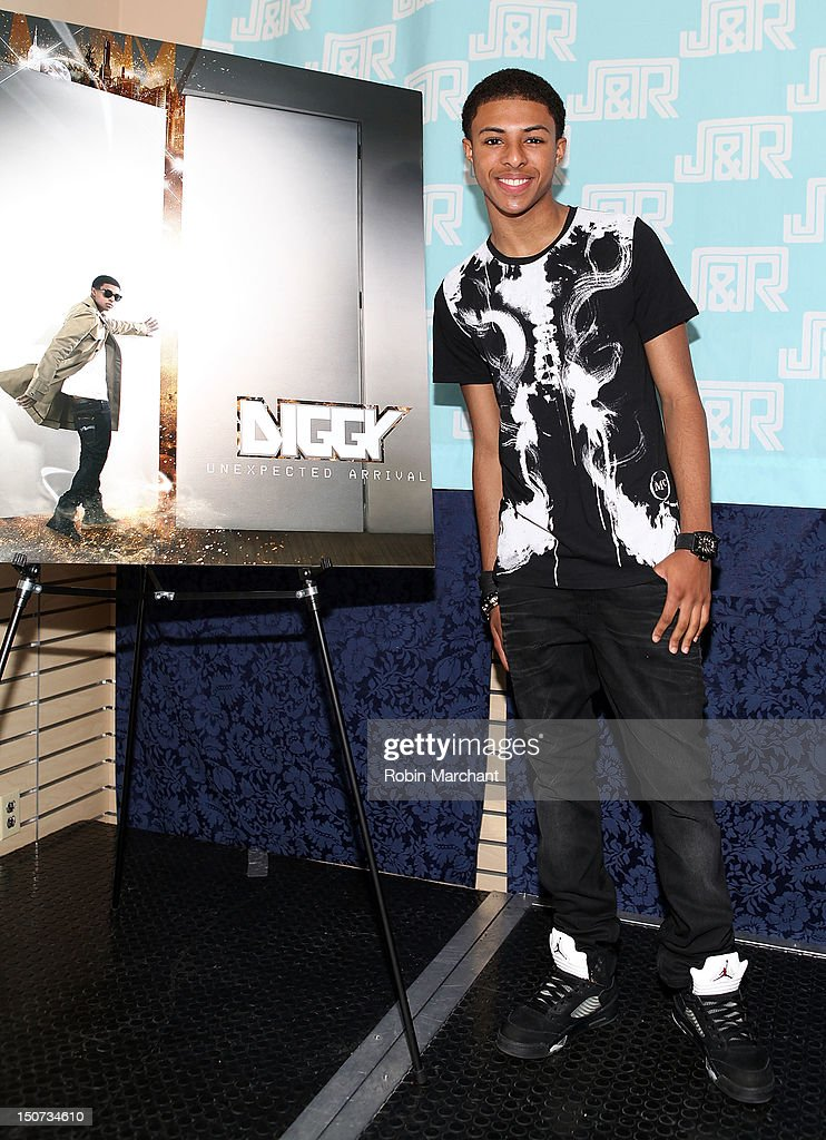Daniel 'Diggy' Simmons attends J&R Music and Computer World on August 25, 2012 in New York City.