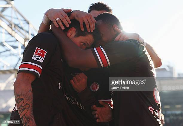 Daniel Ginczek of St Pauli celebrates with his team mates after scoring his team's third goal during the Second Bundesliga match between FC St Pauli...