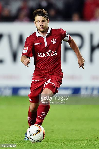 Daniel Halfar of 1 FC Kaiserslautern controls the ball during the Second Bundesliga match between 1 FC Kaiserslautern and Fortuna Duesseldorf at...