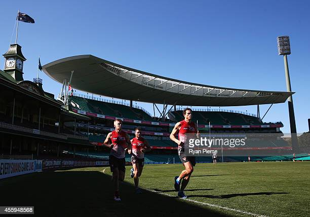 Daniel Hannebery Ben McGlynn and Mike Pyke of the Swans train during a Sydney Swans AFL training session at Sydney Cricket Ground on September 23...