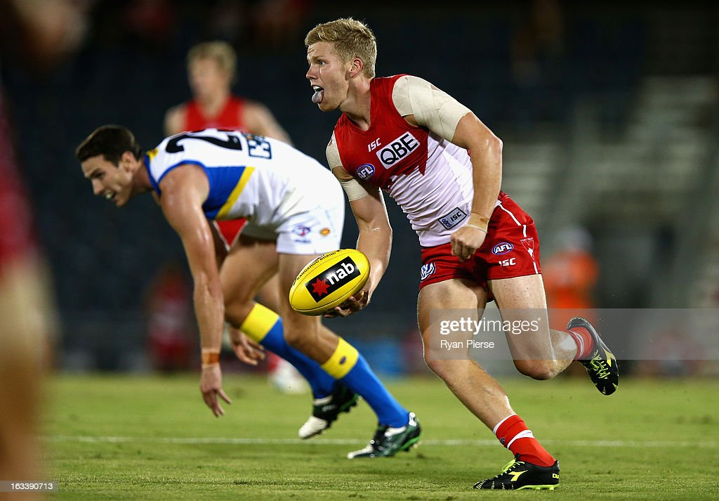 Daniel Hannebery of the Swans looks upfield during the round three NAB Cup AFL match between the Sydney Swans and the Gold Coast Suns at Blacktown International Sportspark on March 9, 2013 in Sydney, Australia.