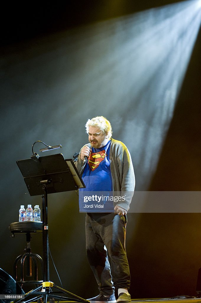 <a gi-track='captionPersonalityLinkClicked' href=/galleries/search?phrase=Daniel+Johnston&family=editorial&specificpeople=805874 ng-click='$event.stopPropagation()'>Daniel Johnston</a> performs on stage on Day 3 of Primavera Sound Festival at Auditori del Forum on May 24, 2013 in Barcelona, Spain.