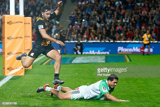 Daniel LienertBrown of the Highlanders scores a try during the round 11 Super Rugby match between the Chiefs and the Highlanders on May 7 2016 in...