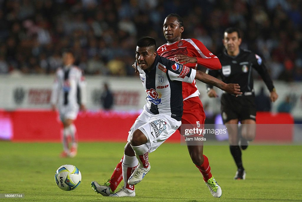 Daniel Luduena (L) of Pachuca struggles for the ball with Wilson Tiago (R) of Toluca during the Clausura 2013 Liga MX at Hidalgo Stadium on february 2, 2013 in Pachuca, Mexico.