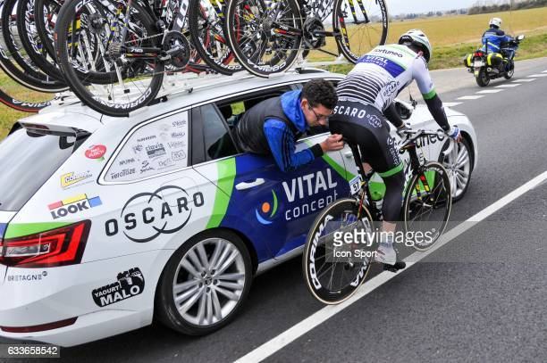 Daniel Mc Lay of Fortuneo Vital Concept and his mechanic during the stage 1 of the Etoile of Besseges on February 1 2017 in Beaucaire France