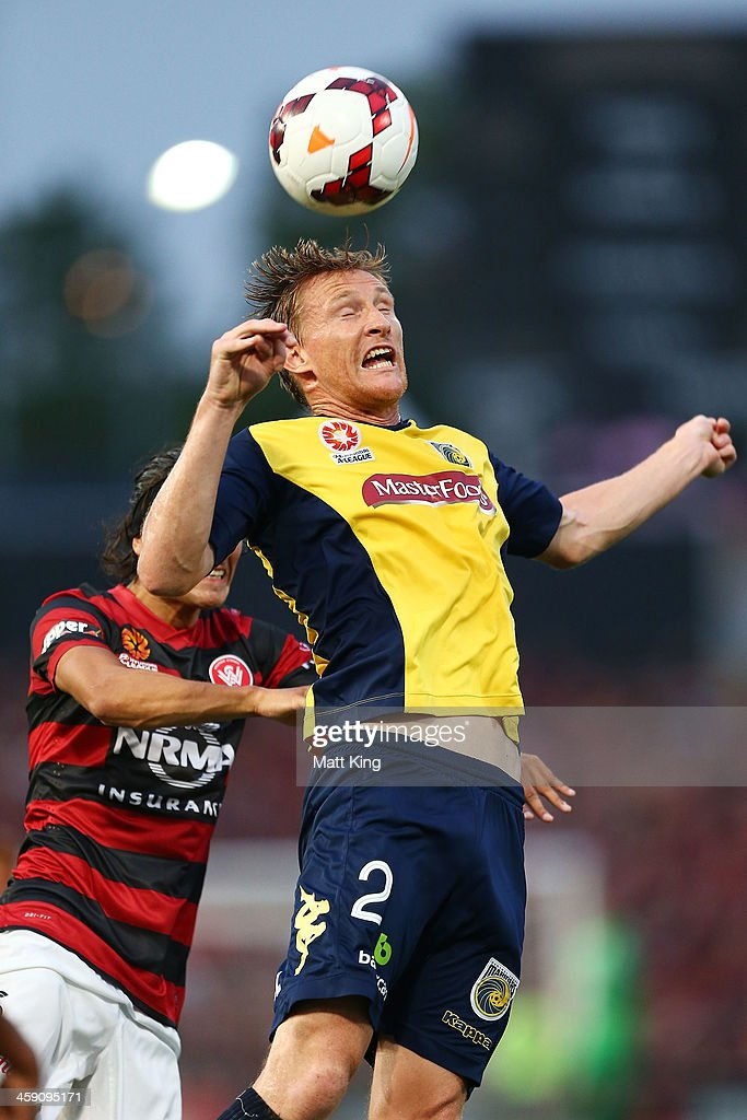 <a gi-track='captionPersonalityLinkClicked' href=/galleries/search?phrase=Daniel+McBreen&family=editorial&specificpeople=2229191 ng-click='$event.stopPropagation()'>Daniel McBreen</a> of the Mariners heads the ball in front of <a gi-track='captionPersonalityLinkClicked' href=/galleries/search?phrase=Jerome+Polenz&family=editorial&specificpeople=790750 ng-click='$event.stopPropagation()'>Jerome Polenz</a> of the Wanderers during the round 11 A-League match between the Western Sydney Wanderers and the Central Coast Mariners at Parramatta Stadium on December 23, 2013 in Sydney, Australia.