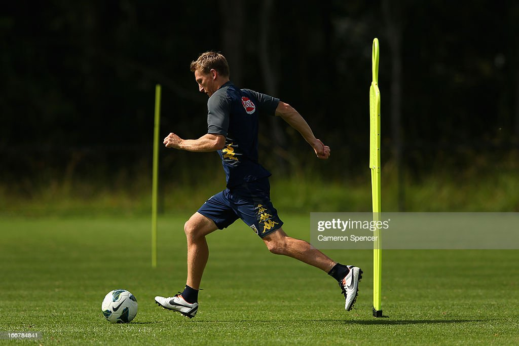 <a gi-track='captionPersonalityLinkClicked' href=/galleries/search?phrase=Daniel+McBreen&family=editorial&specificpeople=2229191 ng-click='$event.stopPropagation()'>Daniel McBreen</a> of the Mariners kicks during a Central Coast Mariners A-League training session at Central Coast Mariners Centre of Excellence on April 17, 2013 in Tuggerah, Australia.
