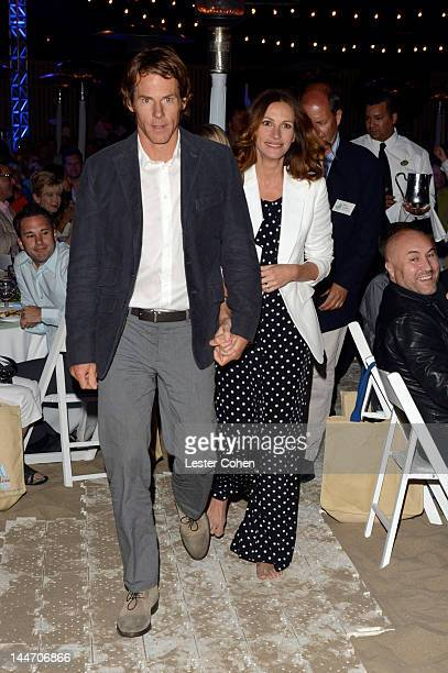 Daniel Moder and actress Julia Roberts attend Heal The Bay's 'Bring Back The Beach' Annual Awards Presentation Dinner held at The Jonathan Club on...