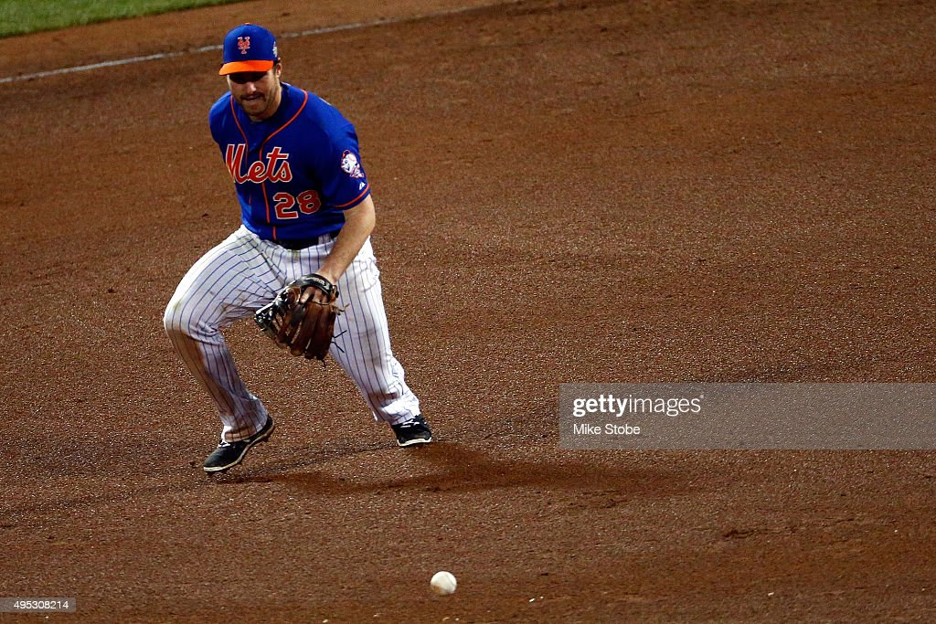Daniel Murphy of the New York Mets makes an error on grounded ball hit by Paulo Orlando of the Kansas City Royals in the twelfth inning during Game...