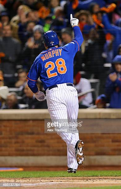 Daniel Murphy of the New York Mets points to the crowd after hitting a home run in the first inning of Game 1 of the NLCS against the Chicago Cubs at...