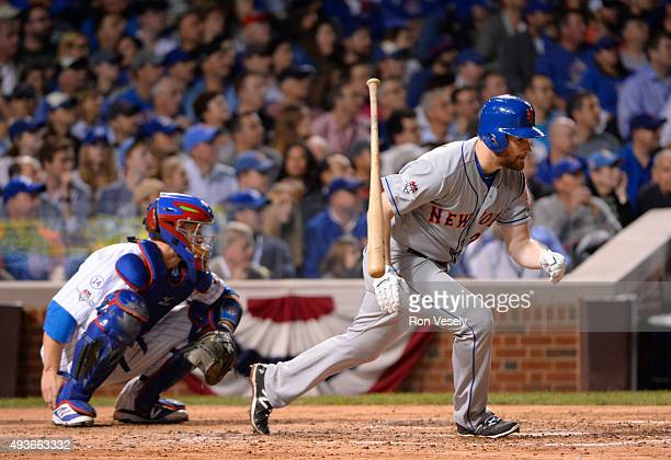 Daniel Murphy of the New York Mets singles in the top of the fourth inning of Game 4 of the NLCS against the Chicago Cubs at Wrigley Field on...