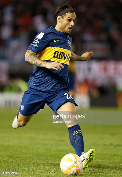 Daniel Osvaldo of Boca Juniors drives the ball during a first leg match between River Plate and Boca Juniors as part of round of sixteen of Copa...