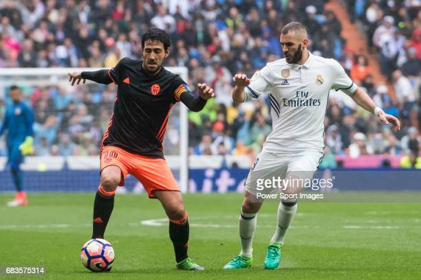 Daniel Parejo Munoz of Valencia CF fights for the ball with Karim Benzema of Real Madrid during their La Liga match between Real Madrid and Valencia...